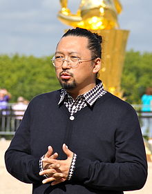 220px-Takashi_Murakami_at_Versailles_Sept._2010_(crop)